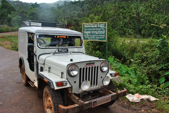Kudremukh jeep route starts at Balegal. Distance between Balegal to Mullodi is 6KMS